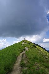 Menace au sommet (Hugues Boulard) Tags: mountains montagne nuages cloud cloudy sommet summit alpes alps savoie hautesavoie contamines joly montjoly randonnée