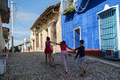 _DSC7415 (frangher) Tags: trinidad cuba viaggi travel people bambini children blu blue gioia happy persone nikon d3100