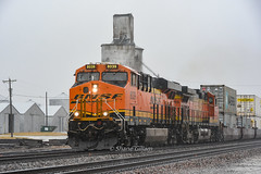 Pouring rain. (Machme92) Tags: bnsf burligrton bn ge gevo railroad railfanning railroads railfans rails rail row railroading railfan america trains tracks