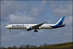 9K-AOE Boeing 777-369(ER) Kuwait Airways (elevationair ✈) Tags: shannon airport snn einn shannonairport ireland sun sunny sunshine avgeek aviation airplane plane aircraft kuwaiti kuwait 9kaoe kuwaitairways tripler tripleseven t7 boeing777369er