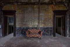 Addormentarsi in un sogno (Annalisa Grassi) Tags: urbex decay decadence abbandono villa abbandoned arteminore esplorazione ilmondodilisa old