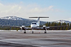 1984 Beech B200 King Air N61AP c/n BB-1192 at Truckee Airport California 2019. (planepics43) Tags: beechcraft beech truckeeairport n61ap bb1192 trk airport aviation aircraft airplane flying flight 17crossfeed claytoneddy california landing tower takeoff taxi airshow laketahoe weather pilot planes planespotting plane