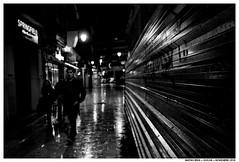 Caminar (Matías Brëa) Tags: calle street streetphotography blancoynegro blackandwhite bnw mono monochrome monocromo personas people gente ciudad urban noche night nocturna