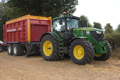 Melleray Vintage Club Vintage Combine Exhibition 2018 John Deere 6230R Tractor with a Schuitemaker Rapide 5800 Silage Pick Up Wagon (Shane Casey CK25) Tags: melleray vintage club combine exhibition 2018 john deere 6230r tractor schuitemaker rapide 5800 silage pick up wagon jd green working day workingday lismore county waterford traktor traktori tracteur trekker trator ciągnik tillage tilling till hp horse power horsepower pull pulling classics harvest harvest2018 harvest18 machinery farmmachinery