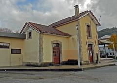 Vouzela station, November 2018 (filhodaCP) Tags: vouzela cp caminhosdeferro comboiosdeportugal linhadovouga