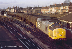 37897 leaving Hereford on the 28-12-1988 (Robert Lewis(railhereford)) Tags: 37897