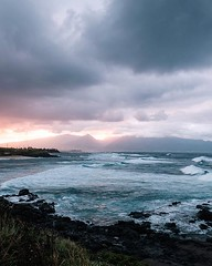 West Maui sunsets from Ho'okipa lookout; one of my favourite spots on Maui. There's something special about Hawaii that's hard to describe, but it sits with you deep long after you return home. — #habitsofexcellence #pmwintergridchallenge #finnxstrohl (tylermcgowan) Tags: ifttt instagram