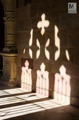 Proyección - Claustro de la Catedral de Sigüenza (Juan de la Cruz Moreno Balboa) Tags: 2014 contraluz sigüenza catedral claustro arte arquitectura escultura