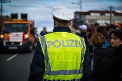 Beamter der österreichischen Polizei bei einem Event (Ivan Radic) Tags: austria beamte bulle polizei polizeibeamter polizist bobby constables cop copper event officer police policeofficer policemen österreichischepolizei