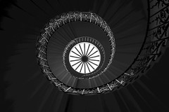 Tulip Staircase (Skyline:)) Tags: crazytuesday blackandwhite stairs queenshouse spiral