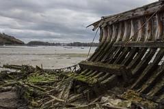 Ouverture (Patrick Doreau) Tags: cimetière cimetery boat bateau old vieux ruine ruin rance saintmalo quelmer graffity ciel sky couleurs colors groupenuagesetciel