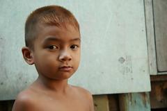 bleached hair boy (the foreign photographer - ฝรั่งถ่) Tags: boy bleached hair khlong thanon portraits bangkhen bangkok thailand canon