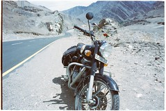 (grousespouse) Tags: ladakh 35mm analog film nikonf3 nikonseriese28mmf28 vision3 kodakvision200t analogue landscape himalayas leh kashmir india mountains highway tungsten cinematic blue filmphotography colorfilm colourfilm scanned argentique royalenfield motorcycle classic barren desert dreamlike travel croplab grousespouse 2018