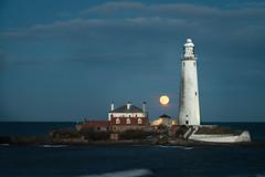 St Mary's Island Moonrise (Richard_Turnbull) Tags: sea greysky northsea nikon d600 nikond600 lighthouse coast cloud north east moonrise moon marys island