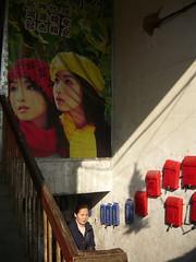 An Encounter (Wolfgang Bazer) Tags: temple market staircase stiegenhaus treppenhaus tempelmarkt verwinkelt labyrinthine hefei anhui china