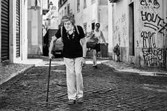 Lissabon Gente de Lisboa 138 bw (rainerneumann831) Tags: bw blackwhite street streetscene ©rainerneumann urban monochrome candid city streetphotography blackandwhite frau lissabon lisboa gentedelisboa