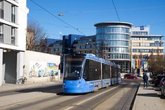 T1-Wagen 2802 am Haidenauplatz (Frederik Buchleitner) Tags: 2802 avenio baustellenlinie ersatztram linie31 munich münchen siemens strasenbahn streetcar twagen t1 tram trambahn