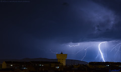 2019.03.24 - 222150 (NIKON D7200) [Amora] (Nuno F. C. Batista) Tags: clouds nuvens amora seixal portugal lusoskies lightning relâmpago thunderstorm trovoada storm night sky nikon severe weather storms photography margem sul skies portuguese meteorology cumulunimbus d7200