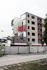 Der Block. / 15.10.2016 (ben.kaden) Tags: eisenhüttenstadt viwohnkomplex plattenbau architekturderddr stadtumbauost glogowerring abriss 2016 15102016