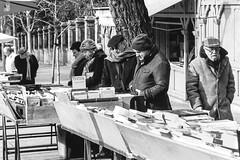 Feria del Libro. (parnas) Tags: bookmarket cuestademoyano madrid spain españa zwartwit blackandwhite blackwhite analoog film ilforddelta streetphotography straat market