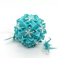 Kusudama Kiss of Sakura de Tania Vysochina. (Jonicley Macedo) Tags: kusudama paper origami