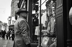Gentleman's Style (Bury Gardener) Tags: monochrome mono bw blackandwhite burystedmunds britain 2019 suffolk streetphotography street streetcandids snaps strangers candid candids people peoplewatching folks nikond7200 nikon uk british abbeygatestreet