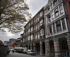 Calle de Aviles (emubla) Tags: aviles calles edificios arquitectura asturias soportales