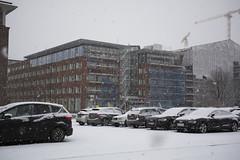 First Snow (Rudi Pauwels) Tags: 2019onephotoeachday goteborg gothenburg sverige sweden schweden snow cars parkinglot gullbergskajen cranes documentaryphotography zoom sigma 1850mm sigma1850mm nikon d7100 nikond7100