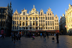 Guild Houses in Brussels, Brussels (` Toshio ') Tags: toshio brussels belgium europe guildhouse people grandplace townsquare light shadow bruxelles belgique fujixt2 xt2 shops store restaurant