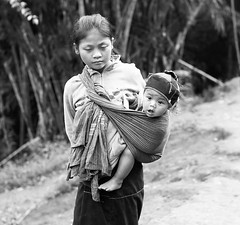 Children in a mountain village – Myanmar (lotusblancphotography) Tags: asia asie myanmar burma birmanie travel voyage people gens children child enfant enfants monochrome blackwhite