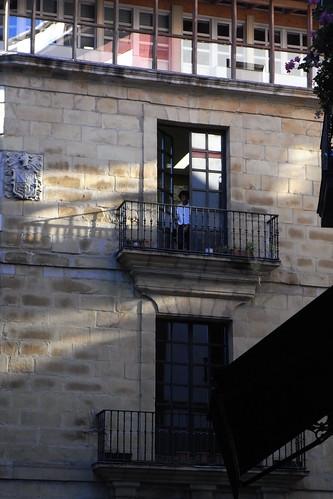 20100603 399 Jakobus Bilbao Hausfassade Fenster Balkon