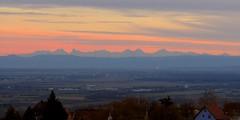 Ciel rosé sur les Alpes suisses. (ViveLaMontagne67) Tags: 500v20f france vosges alsace piémont piémontvosgien hautrhin 68 husserenleschâteaux plainedalsace paysage montagne alpessuisses ciel coucherdesoleil couleurs nuages plaine clouds colors sunset sky mountain landscape