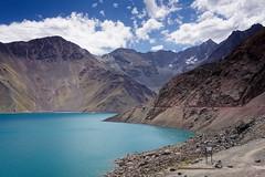 Embalse el Yeso (Carlos Henrique Pereira) Tags: mountains montanhas blue sky azul ceu travel trip viagem nuvens clouds d7200 nikon chile southamerica vacations férias