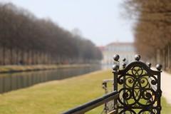 Fence (Xtraphoto) Tags: unschärfe bokeh schlosspark park parc brückengeländer geländer zaun fence