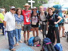 Peregrinos en la Estación de la Iglesia del Carmen/Pilgrims at the Carmen Church Station