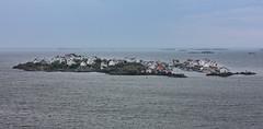 IMG_2332-1 (Andre56154) Tags: schweden sweden sverige küste coast wasser water himmel sky meer ozean ocean insel island ort village