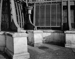 Palmenhaus, Dachrinne (Martin Schachermayer) Tags: wien österreich europa vienna austria europe intrepidcamera4x5mkii rodenstocksironarn135mmf56 ilfordfp4 blackwhite 4x5 largeformat architecture wienerfototreff schönbrunn palmenhaus