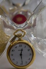 L 'heure du temps...... (Elyane11) Tags: hautesavoie france montre bijoux collier sablier heure temps miroir reflets macromondays