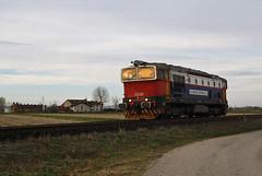 In Lomellina c'è una cascina tanto carina... (Minitour) (Maurizio Zanella) Tags: treni trains ferrovia railways cti captrain si d753006 mrs50322 lis italia pavia torreberetti