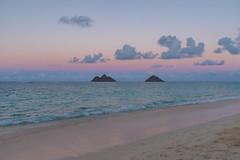 Oahu et Lanikai Beach (Comète78) Tags: hawai hawaii hawaï usa oahu plage beach lanikai mer océan ocean see moutains montagnes moutain sunset coucherdesoleil lanikaibeach vert green voiture roadtrip voyage 2018