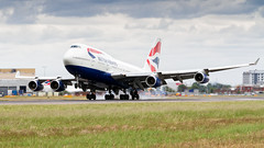 BA 747 Landing At Heathrow. (spencer_wilmot) Tags: ba baw britishairways speedbird boeing b747 b744 747 747400 744 jet jetliner jumbo jumbojet plane passengerjet widebody winglets touchdown landing landinggear lhr london longhaul lhregll ramp runway taxiway heathrow heavy huge civilaviation commercialaviation quad queenoftheskies aviation aircraft airplane airliner airport arrival airside apron approach boeing747 747436 egll 27l ils oneworld