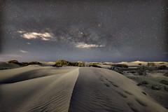 Caminos (libretacanaria) Tags: canarias grancanaria dunas arena sand nightscape milkyway víaláctea