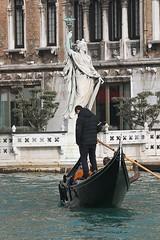 Rêveries d'une ville poétique faites de douceur et d'eau (VGC) Tags: venezia venise gondole gondolier eau lagune laguna histoire