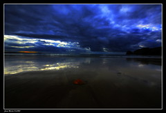 Solitaire...... (faurejm29) Tags: faurejm29 canon ciel sigma sea seascape sky sunset paysage mer plage