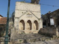 Israel, Zikhron Ya'akov. (Traveling with Simone) Tags: zikronyaakov zikhronyaakov pool benjaminspool winery reservoir well puits fountain drinking israel israël