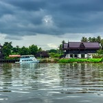 Houses by the Mae Klong river near Amphawa in Samut Songkhram province, Thailand thumbnail