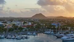 P1030224a (oberbayer) Tags: aruba oranjestad karibik hauptstadt hafen himmel wasser boot stadt berg meer landschaft bucht gebäude schiff sonnenaufgang