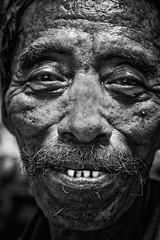 Manado (Ma Poupoule) Tags: manado sulawesi indonésie indonésia island porträt portrait dent dents teeth noirblanc nb noir blackwhite biancoenero bianconero bw asie asia ritratti ritratto