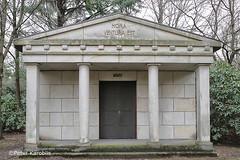 Hamburg Ohlsdorf Friedhof / cemetery (peterkaroblis) Tags: hamburg ohlsdorf friedhof cemetery parkfriedhof parkcemetery grab grave park germany mausoleum horaventuraest