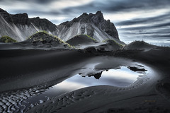 Vestrahorn Islande (EtienneR68) Tags: landscape eau colors hills mer montagne mountain nature paysage vestrahorn stokksnes reflection reflet sea travel voyage water pays iceland islande marque a7r2 a7rii